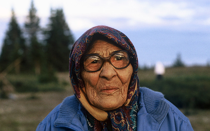 Cree elder woman, Whapmagoostui (Hudson Bay near James Bay), 1993. She is protesting theflooding of Cree territory for hydroelectric dams. Photograph by Orin Langelle.  Cree elder woman, Whapmagoostui (Hudson Bay near James Bay), 1993. She is protesting theflooding of Cree territory for hydroelectric dams. Photograph by Orin Langelle.